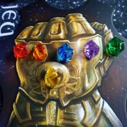 L'ascension de Thanos gant et pierres d'infini